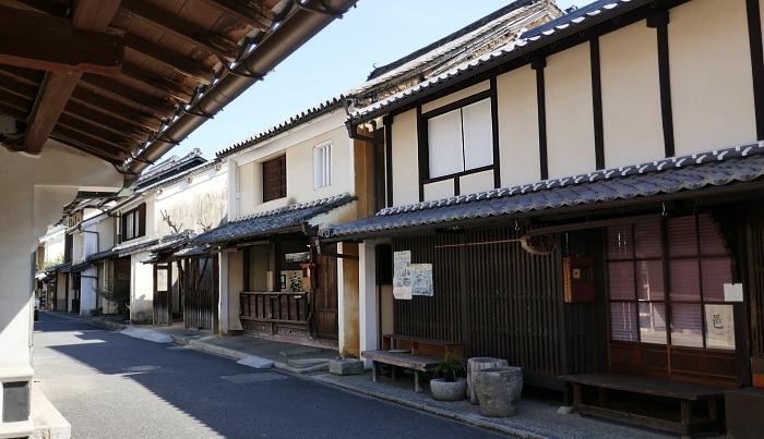 case antiche allineate sulla strada storica di Uchiko