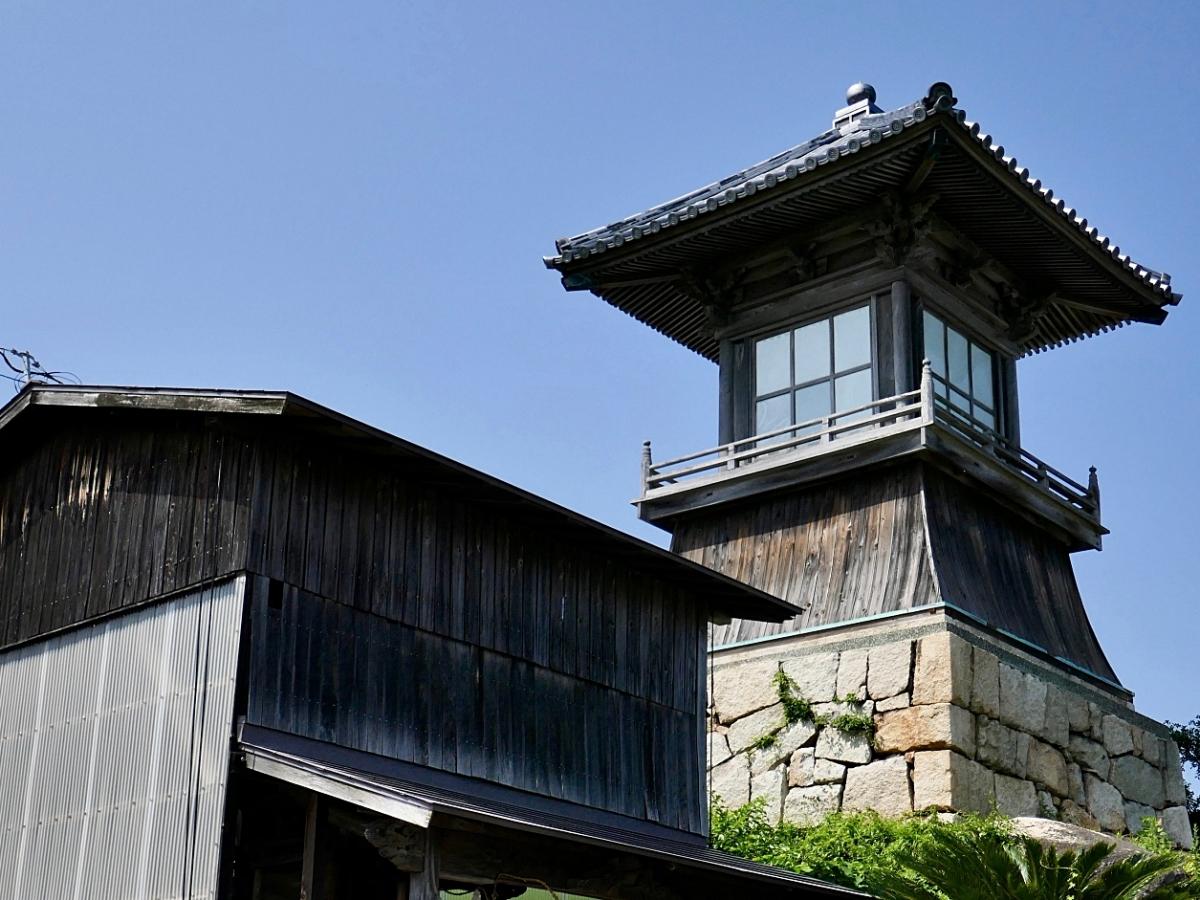 la lanterna di legno del vecchio porto di Ushimado