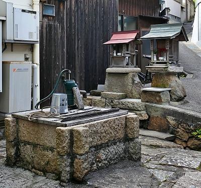 pozzo e templi votivi a Ushimado Giappone