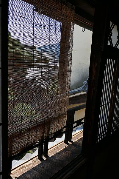 Paesaggio intravisto alla finestra attraverso un sudare