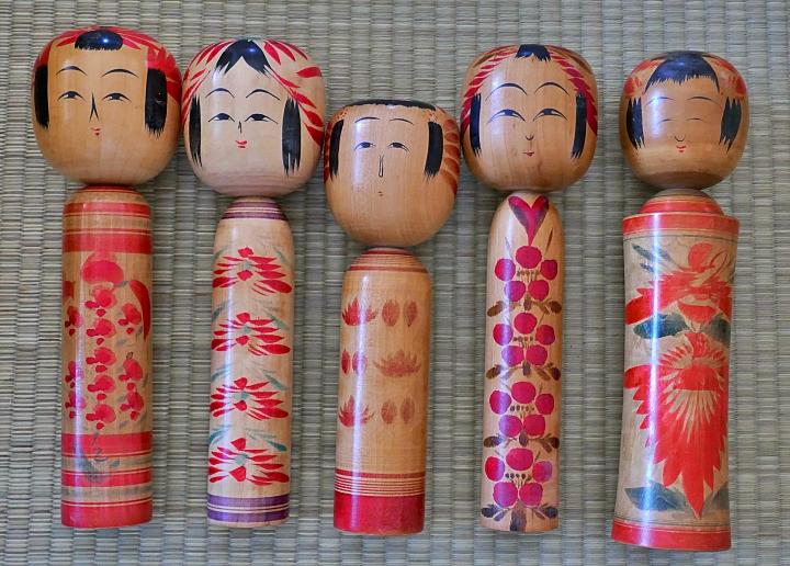 Kokeshi vintage allineate