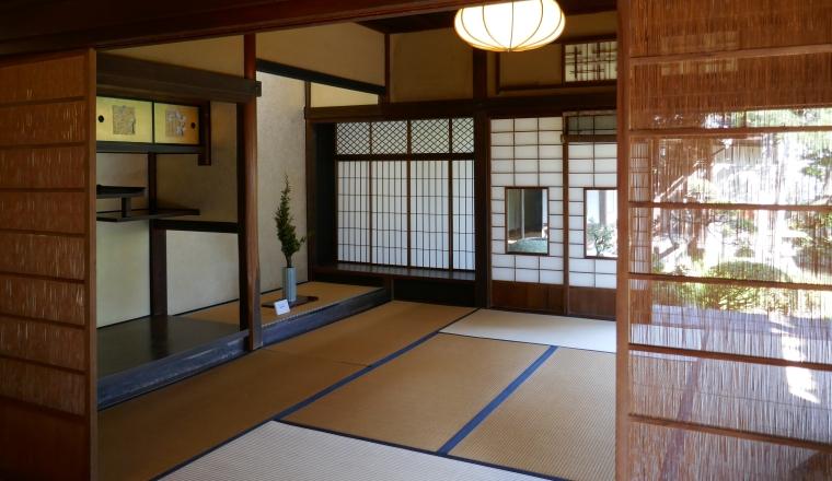Stanza giapponese con divisori di bambù
